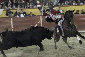 El debutante 'Casquinhas' pasó apuros en el último tercio ante el cuarto toro en Tlaxcala. Fotografía: pablohermoso.net.