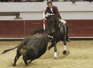 El caballero navarro toreando con 'Disparate', el caballo más destacado en La Concordia de Orizaba.