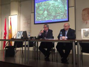 Ramón Villanueva, a la izquierda de la imagen, junto con Rafael Cabrera Bonet, en un momento de su conferencia en Las Ventas.