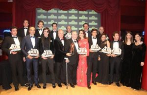 Francisco Marco, tercero por la izquierda de la fila superior de los premiados.