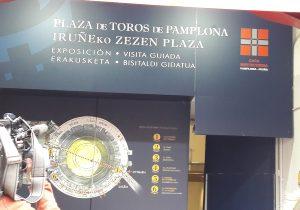 Punto del comienzo de la visita guiada a la plaza de toros de Pamplona.