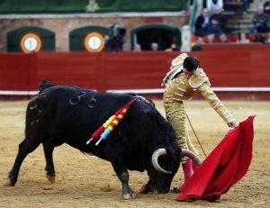 Natural de Paco Ureña, al segundo de la tarde, de Jandilla, que atesoró clase. Fotografía: Arjona.