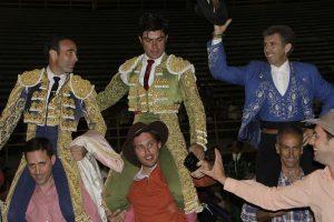 El caballero navarro compartió la salida a hombros en Tequisquipán con Ponce y Rivera.