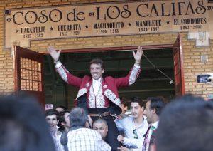 Hermoso de Mendoza salió el año pasado a hombros en el coso de Los Califas.
