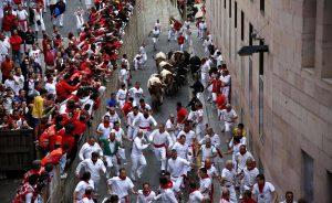 El encierro de Victoriano del Río del año pasado a su paso por la Cuesta de Santo Domingo.