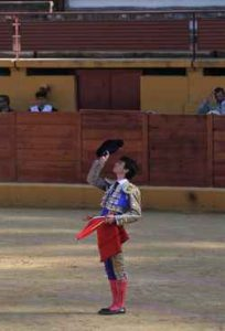 Toñete brindó al cielo uno de sus novillos.