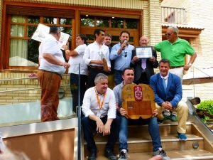En el centro de la imagen, Gustavo Alegría con el micrófono y a sus lados Francisco Marco y Félix Valerio Ordóñez, los homenajeados.