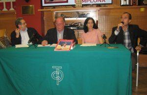 De izda. a dcha., Fernando de Benito, Juan Ignacio Ganuza, Begoña Pro y Patxi Arrizabalaga, durante la presentación de la revista. Fotografía: MIguel Monreal.