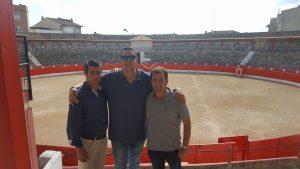Francisco Marco, Alberto García y José Luis Torres en la centenaria plaza de Corella.