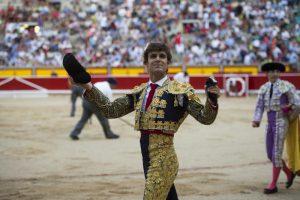 Javier Marín pasea en triunfo una oreja en Pamplona el pasado 5 de julio. Fotografía: Javier Arroyo.