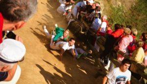 Las caídas se han sucedido en el último encierro de Falces. Fotografía: Enrique Olite.