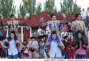 Toñete sale a hombros en la plaza de Collado Villalba. Fotografía: Joël Buravand.