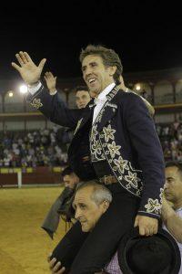 Después de más de diez años, el caballero navarro volvió a salir a hombros en Ciudad Real. Fotografía: pablohermoso.net