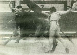 Pase de pecho de Dámaso González el 14 de julio de 1982 al toro Tramposo de Miura, premiado con la vuelta al ruedo.
