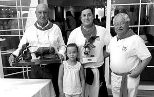 De izda. a dcha., Fernando Villanueva, que representó a Rodrigo Molina, Lucía Hernández, David Hernández y Moisés Hernández, del Club Taurino de San Adrián. Fotografía: Gener.