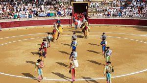 Primer paseíllo de la Feria de Tafalla. Tras él, se ha guardado un minuto de silencio en homenaje a Iván Fandiño.