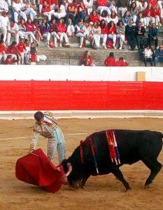 Buen derechazo de Curro Márquez.