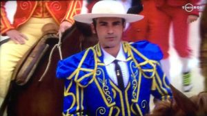 Juan Manuel Sangüesa, vestido a la usanza goyesca, haciendo el paseíllo el sábado en la plaza francesa de Arles.