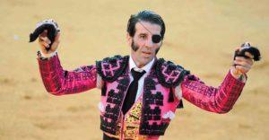 Juan José Padilla pasea las dos orejas de ejemplar lidiado, un triunfo que intentará repetir mañana en Corella.