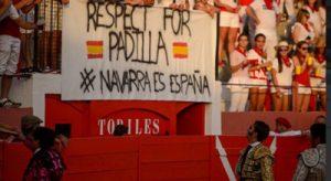 Llamativa pancarta en defensa del matador de toros gaditano.