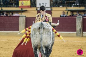 Toñete ante el segundo de su lote, esta tarde en Zaragoza.
