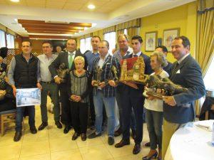 Los premiados junto con los patrocinadores de los premios taurinos y directivos del Club Taurino de Peralta. Fotografía: Juan Antonio Burdaspar.