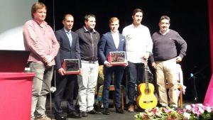 Los premiados con representantes municipales y del Club Taurino Tafallés. Fotografía: Francis.