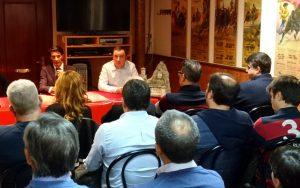 Un momento de la charla de David Adalid en el Club Taurino de Peralta.