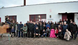 Medio centenar de socios del Club Taurino de Pamplona se deplazó hasta El Ontanal de Lodosa para presenciar el tentadero. Fotografía: Jaime Esparza.