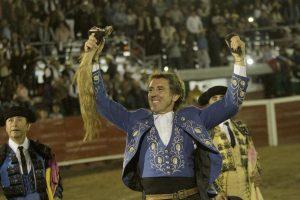 El caballero navarro consiguió en Ciudad Hidalgo el primer rabo de su campaña mexicana. Fotografía: pablohermoso.net