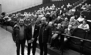 El Soro en el Auditorio de Ribaforada entre dos directivos de la peña Casta Ribera. Fotografía: Chaverri.