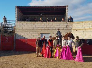 Los participantes en el tentadero, con el ganadero, José Antonio Baigorri, en el centro del palco.
