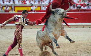 Pase de pecho de Juan Bautista a un toro de Cebada Gago el pasado mes de julio en Pamplona.