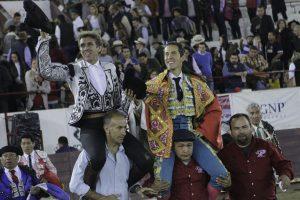 El caballero navarro compartió puerta grande en León con Diego Silveti, que indultó al sexto del festejo.