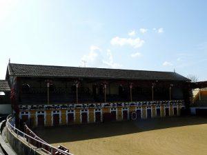 Vista del interior de la plaza de toros de Mugron.