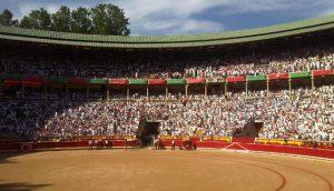 El público sigue respondiendo a las corridas de toros de San Fermín.