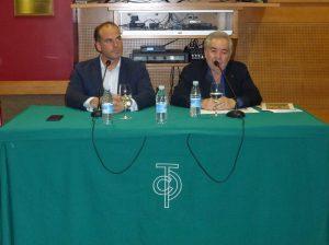El picador Pedro Iturralde y José María Sevilla, vicepresidente del taurino pamplonés. Fotografía: Miguel Monreal.