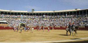 Paseíllo en la plaza de toros de Jerez de la Frontera.