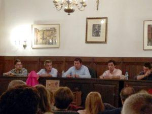 Los Antón, Vicente y Javier, padre e hijo, en un momento de la charla.
