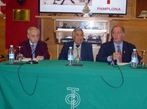 Manili, en el centro de la imagen, durante la charla que ofreció en el taurino de Pamplona. Fotografía: Miguel Monreal.