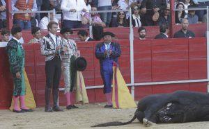El caballero navarro le cortó las dos orejas al muy buen quinto, premiado con el arrastre lento.