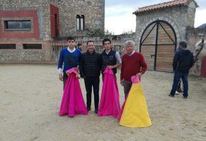 De izda. a dcha., El Luri, César Rincón, Gardel y Marismeño, en la plaza de tientas de El Torreón.