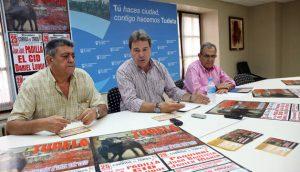 Juan Luis Ruiz, en el centro de la imagen, durante la presentación de los carteles de la Feria de Tudela del año pasado.
