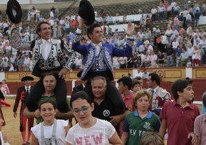 Los Hermoso de Mendoza, padre e hijo, salieron a hombros en Badajoz.