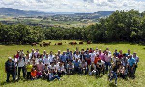 Los socios del Club Taurino Casta Brava de Arguedas en la finca La Tejería, de Reta.