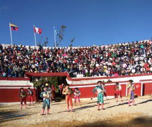 Los matadores de toros, justo antes de hacer el paseíllo en la plaza de Huambos.