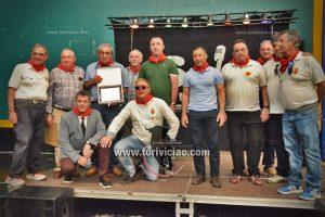 Representantes de la Federación Taurina de Navarra con los homenajeados.