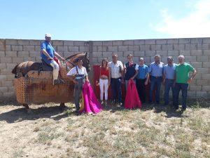 Los participantes en el tentadero y aficionados sorianos de Vinuesa