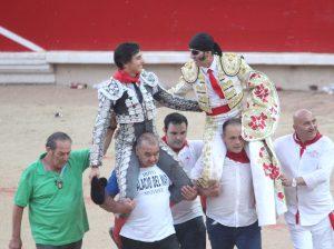 Roca Rey y Padilla ofrecieron una gran tarde; también Cayetano, aunque no pudo salir a hombros con sus compañeros.