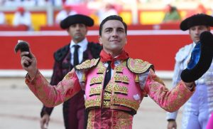 Octavio Chacón debutó con magnífico pie en la capital navarra.